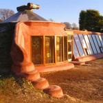 Earthship-la-casa-ecosostenibile-risparmiare-in-casa-costruire-una-casa-ecologica-150x150